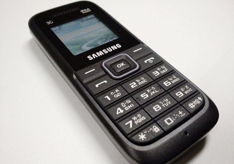 โทรศัพท์มือถือแบบปุ่มกด