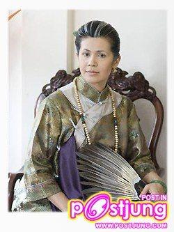 จริยา แอนโฟเน รับบท : เม่งฮวย คาแรคเตอร์ :       ภรรยาชาวจีนคนที่หนึ่งของท่านเจ้าสัว ท่าทางงก ๆ เงิ่น ๆ ขี้บ่น มักจะเก็บตัวอยู่แต่ในห้องเพื่อสวดมนต์ เธอใช้การปฏิบัติธรรมเป็นที่พึ่งทางใจ ทั้ง ๆ ที่แท้จริงแล้วเธอไม่สามารถทำใจให้สงบได้เลย เธอยังคงมีความอิจฉาริษยาแก่งแย่งชิงดีชิงเด่น โดยเฉพาะในเรื่องท่านเจ้าสัวกับบรรดาภรรยาคนอื่น ๆ อยู่เสมอ ยอมไม่ได้ที่จะเห็นใครดีไปกว่าตนเอง แต่เม่งฮวยก็ยังมีความดีอยู่บ้างตรงที่รักครอบครัว ดูแลปกครองบริวารในบ้านให้ได้รับความผาสุกเสมอมา รวมทั้งพยายามอบรมบุตรธิดาให้เติบโตมาเป็นคนดี ทั้ง ๆ ที่ท่านเจ้าสัวแทบจะไม่มีเวลาสนใจบุตรธิดาของตนเลย