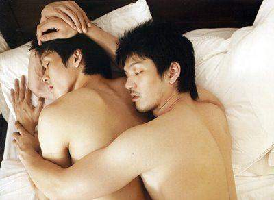 เอ๊! ดาราสองคนนี้เค้าเป็นคู่เกย์รึป่าวค่ะ???