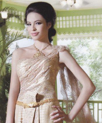 งามเลอค่าด้วยผ้าไทย