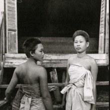 การแต่งกายของสตรีชาวกัมพูชาเมื่อเกือบร้อยปีก่อน