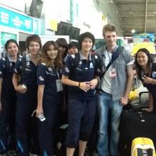 [PIC] บรรยากาศนักตบสาวไทยเดินทางกลับ