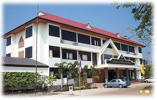 โรงเรียนในภาคอีสาน ที่ติด 1 ใน 100 โรงเรียนที่เก่งที่สุดในประเทศไทย 2555