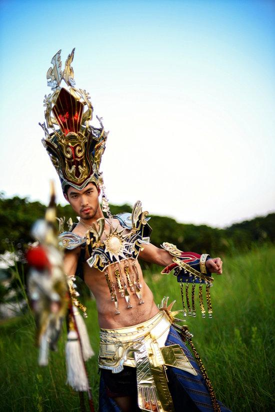 National costume of Quang Huan in Manhunt 2012