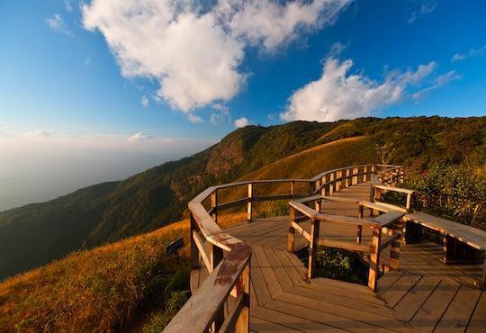 กิ่วแม่ปาน  จุดชมวิวทะเลหมอกที่สวยที่สุดของอุทยานแห่งชาติดอยอินทนนท์  และจัดได้ว่าเป็นเส้นทางเดินศึก
