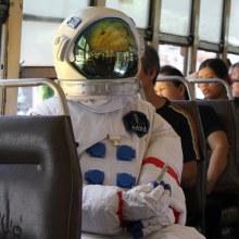 ยานอวกาศตกที่กรุงเทพ นักบินรอดตาย...แต่