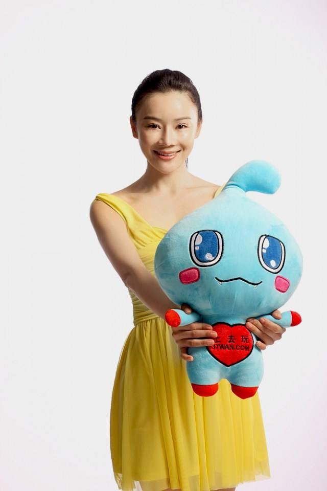หยวนซานซาน แต่ง cosplay 袁姗姗邀你玩转 37wan.com
