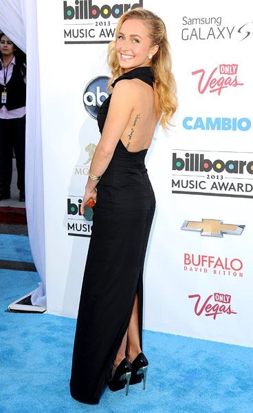 Hayden Panettiere in a Halston Heritage column gown and a Jimmy Choo clutch