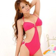 สวยใส ในชุดว่ายน้ำสีชมพู