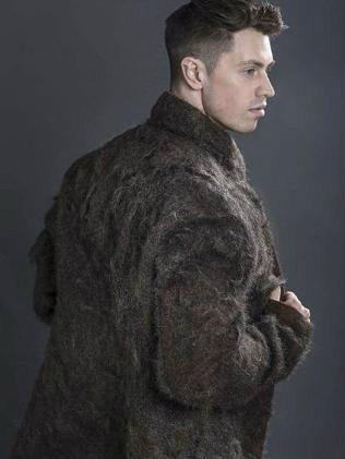 กรี๊ด! เสื้อตัวนี้ทำจากขนหน้าอกของผู้ชาย!!!