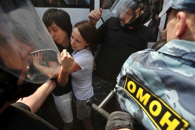 ในที่สุดตำรวจก็จับกุมกลุ่มนักเคลื่อนไหวเพื่อสิทธิของคนรักเพศเดียวกันได้จำนวนมาก