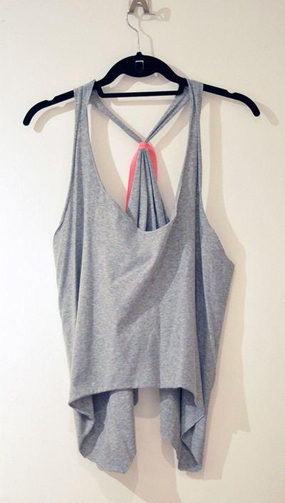 D.I.Y. เปลี่ยนเสื้อยืดตัวใหญ่ให้เป็นเสื้อกล้ามเด็กแนว