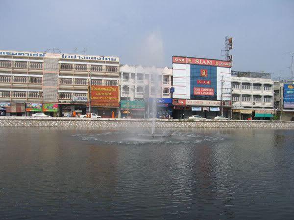 น้ำพุในคูเมือง