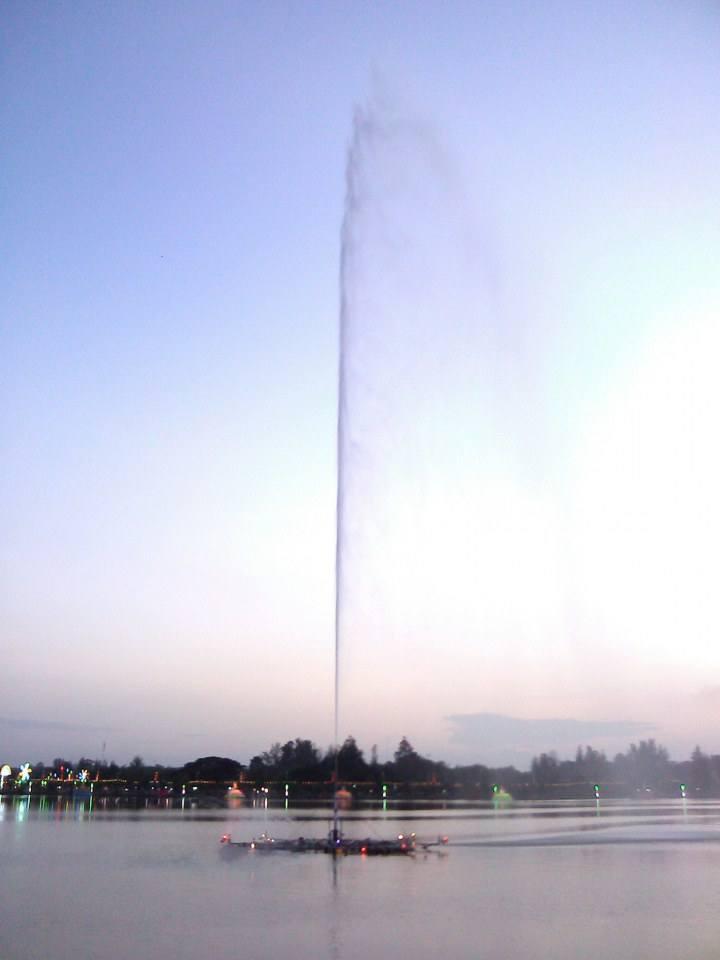น้ำพุสูง 80เมตร ที่บุ่ง