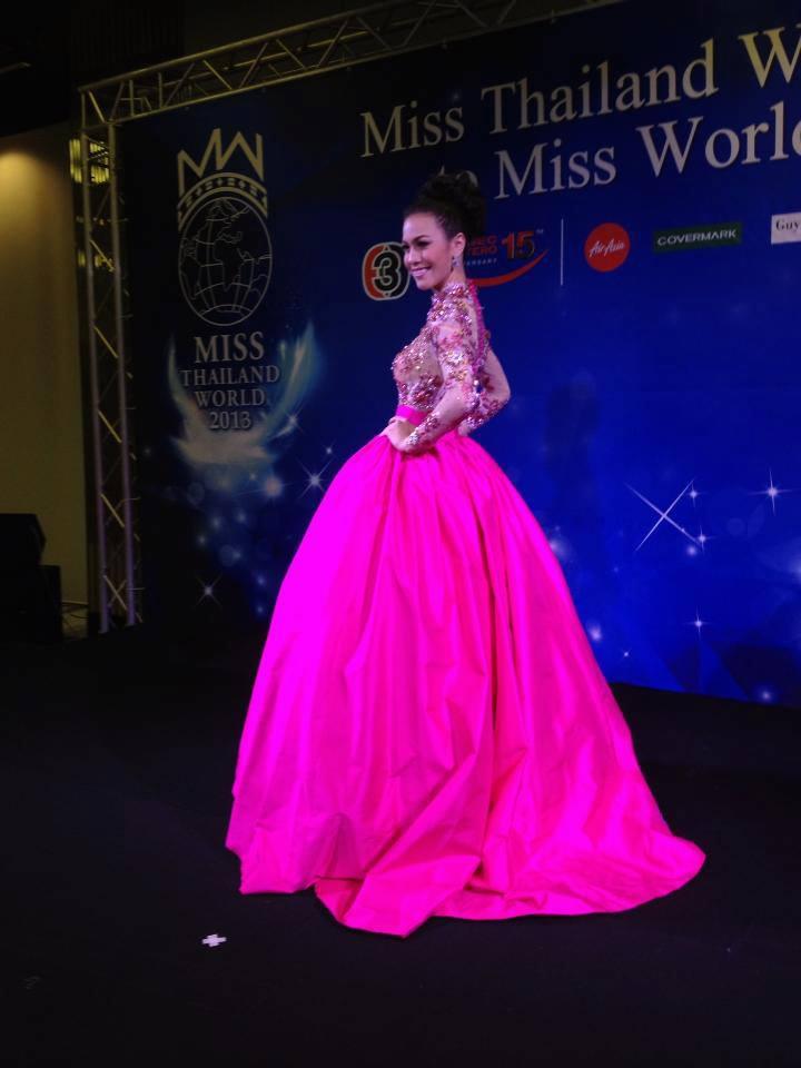 นาตาลี กัญญาภัค ในชุดราตรีหลักสีชมพู ในMiss world 2013