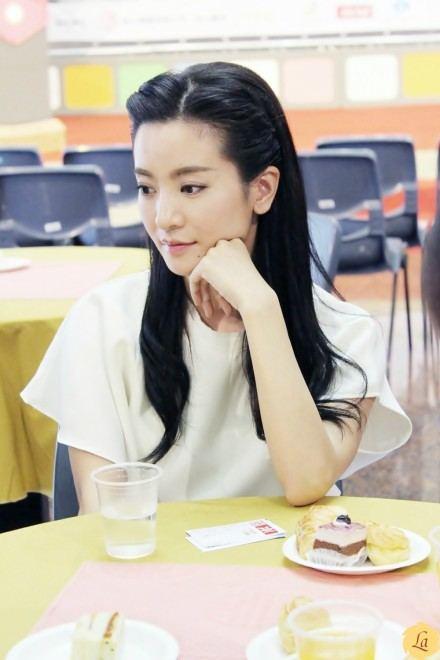 หลี่เซิง อีกหนึ่งนักแสดงสาวมากความสามารถจากแดนมังกร