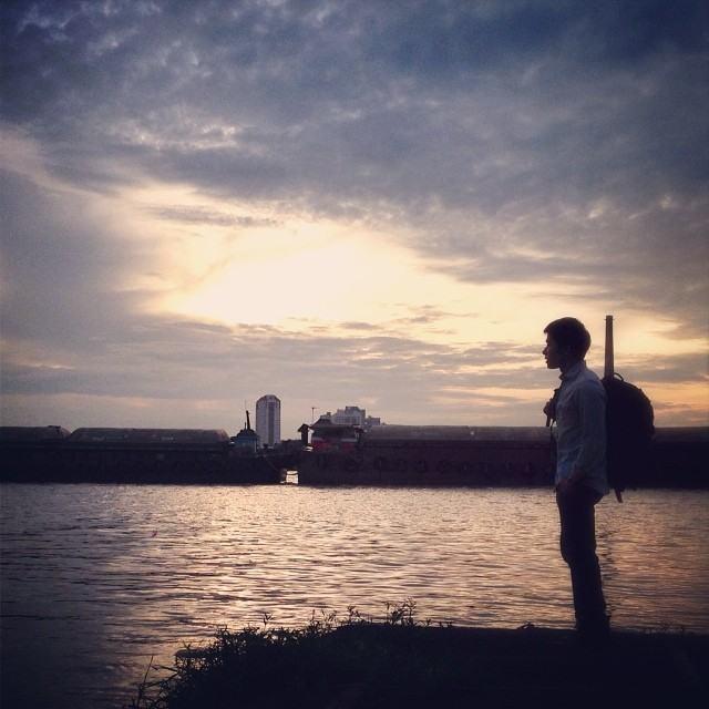 "@natsakdatorn ใน MV ""ยิ่งคุยยิ่งเหงา"""
