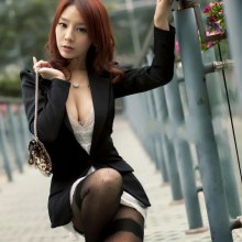 สาวจีน Bing Tian