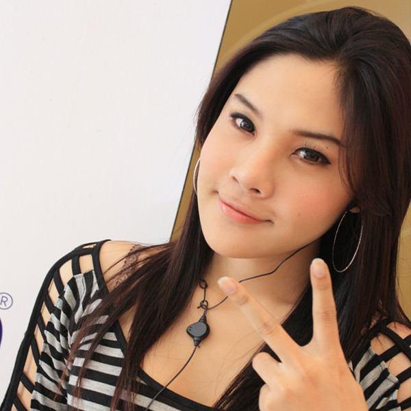 อันดับที่ 8 ได้แก่ นักร้องสาวที่มีเสียงเป็นเอกลักษณ์เบลล์ นันทิตาผู้ติดตามเธอถึง 5,855 คน