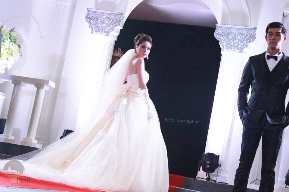 Pic__ขวัญ อุษามณี เดินแบบชุดแต่งงาน FinaleWeddingStudio @The Mall Fabulous Wedding Fair