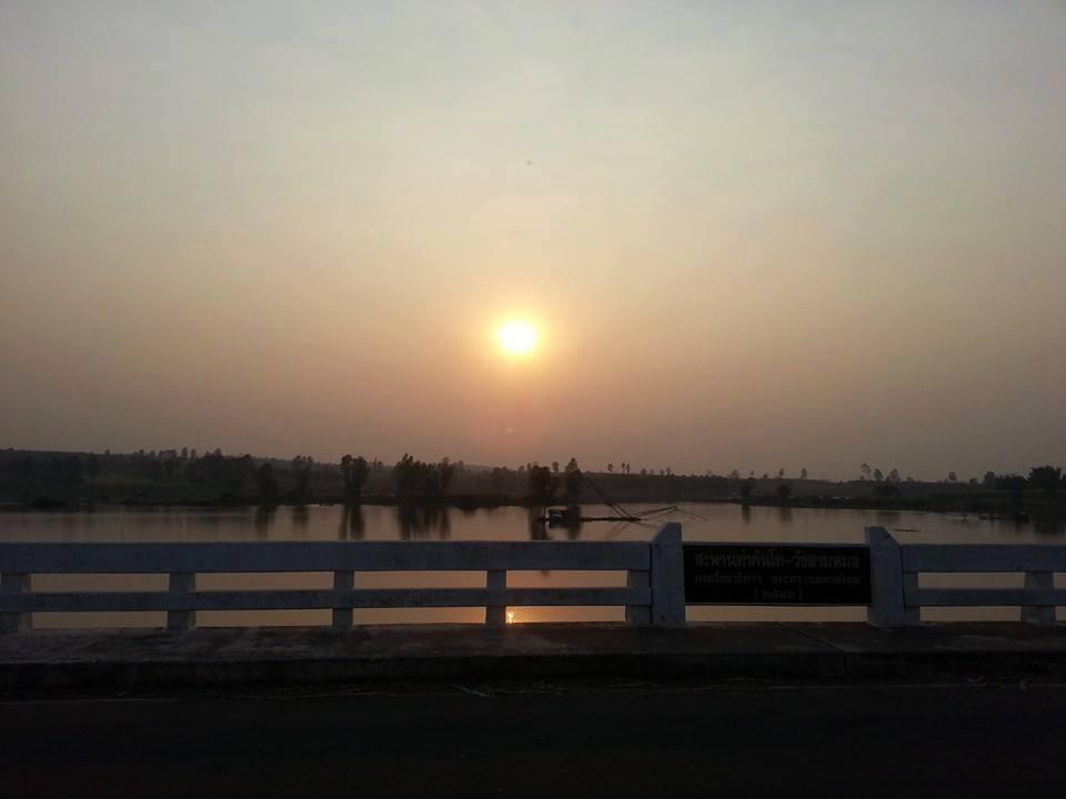 พระอาทิตตก ณ สะพานมิตรภาพ กาฬสินธุ์และอุดรธานี