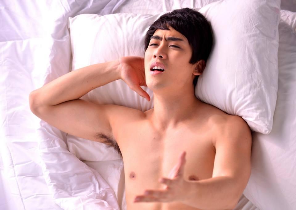 """""""ฮัท จิรวิชญ์"""" ร้อง-เล่น MV """"รู้กัน...แค่สองคน"""" (เพลงประกอบภาพยนตร์ """"แม่เบี้ย"""")"""