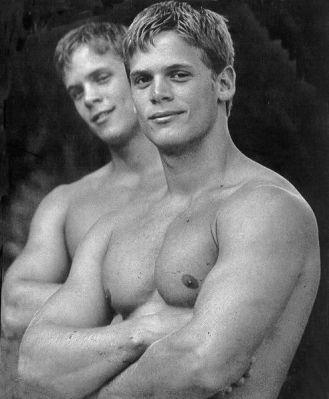 แฝดสุดหล่อ Bruce and Seth Hall