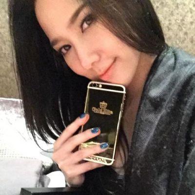 สวยและรวยมาก !  อั้ม พัชราภา  ถอย iPhone 6s ทองคำแท้ ราคาเฉียด 2 แสนบาท มาใช้เป็นคนแรกของไทย เรียบร้อยแล้ว !