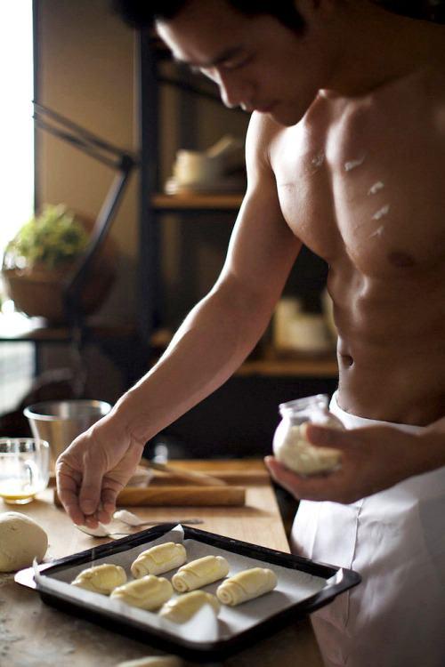 ผู้ชายที่ทำอาหารเป็นเค้าว่ามักจะทำอร่อย