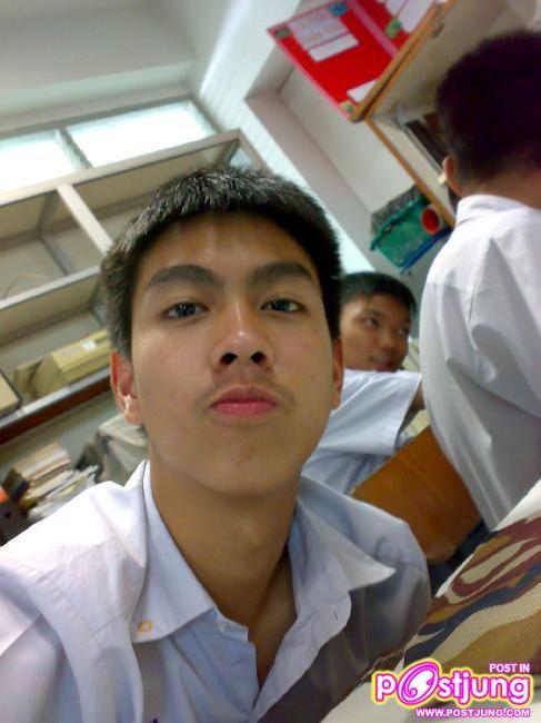 นักเรียนชาย ๑บารวี ๔๗๐  (เปลี่ยนชื่อเป็นไทยหมดละกัน ขี้เกียจเปลี่ยนภาษา)