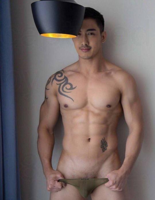 hot male 32 (+18)