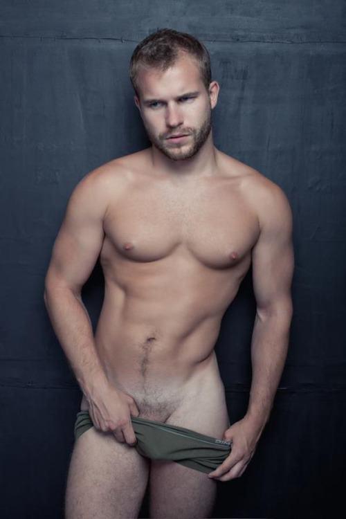 hot male 42 (+18)