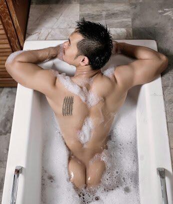 hot male 426 (18+)