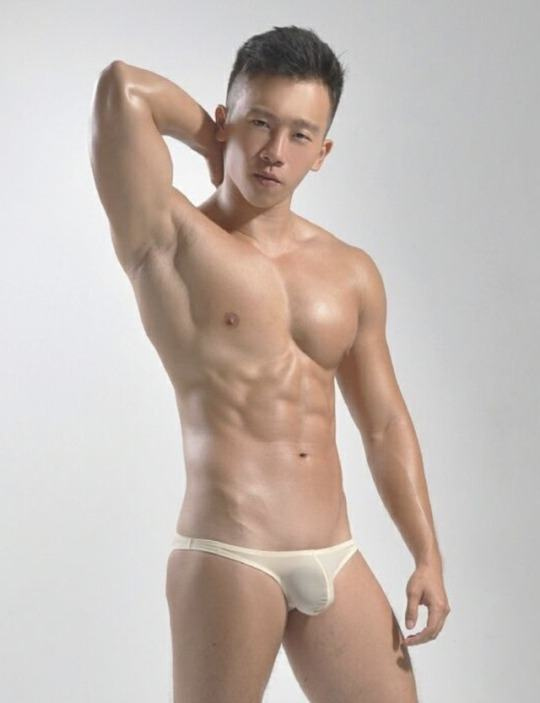 hot male 434 (18+)