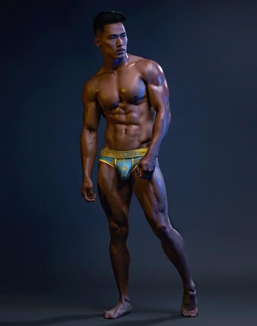 hot male 593 (18+)