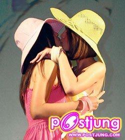kiss for lesbian