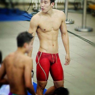 ไปดูว่ายน้ำดีกว่า
