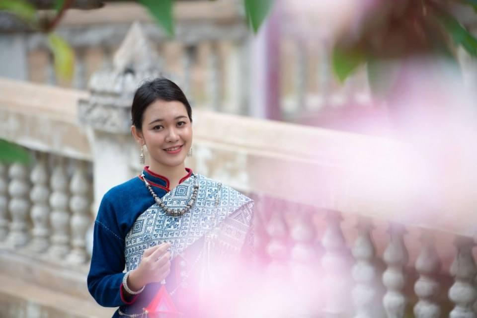 ชุดอีสาน Isan traditional costume.