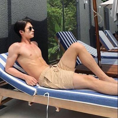 ไบร์ท วชิรวิชญ์ นักแสดงลูกครึ่งไทย-อเมริกัน ขวัญใจมหาชน