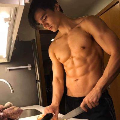 สามีกำลังทำอาหารให้กินค่ะ