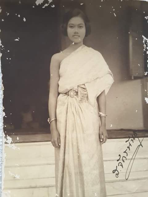 Photograph of Siamese: Traditional Outfit.