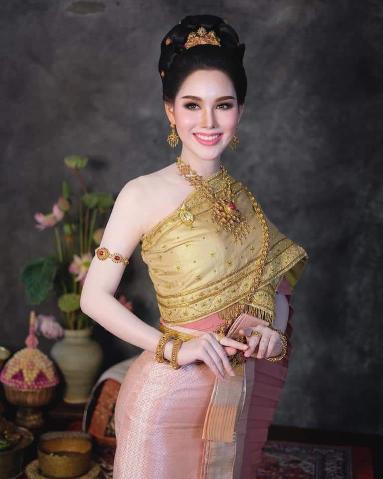 ชุดไทยจักรพรรดิ-Thai Chakraphat