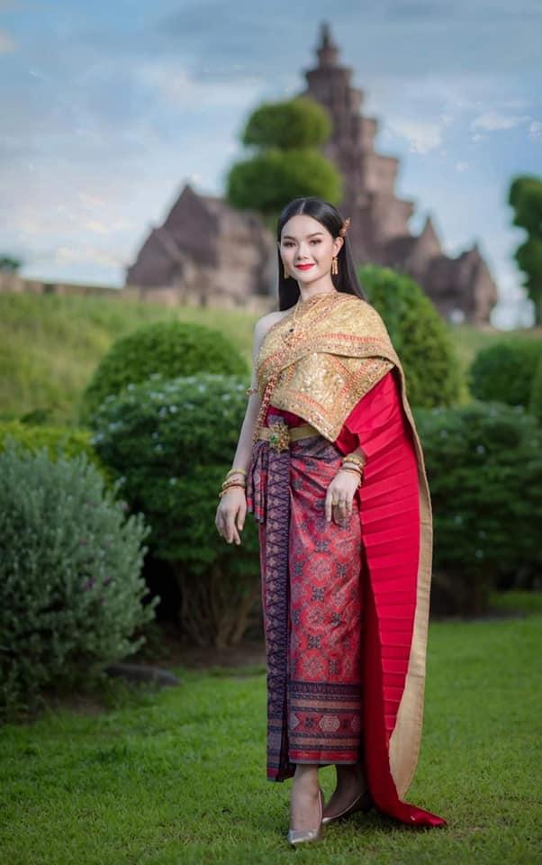 Thai Dress: ชุดไทย ผ้าลายอย่าง   Thailand 🇹🇭