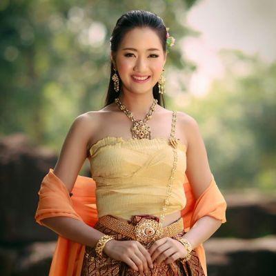 Thai Traditional Dress Portrait 🇹🇭 (๑)