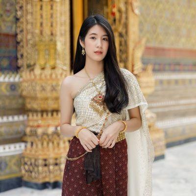Thailand 🇹🇭 | Thai dress at Wat Ratchabophit