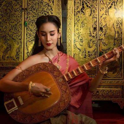 Thai Dress: ชุดไทย ผ้าลายอย่าง | Thailand 🇹🇭