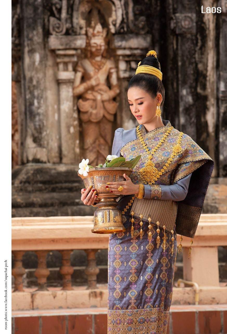 "Laos 🇱🇦 | ""ງານແຕ່ງ ລາວ"" Laos traditional wedding costume"