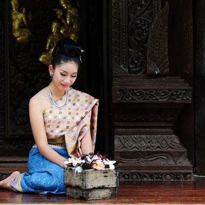 THAILAND 🇹🇭 | Isan traditional costume - ไหมสมเด็จ ไหมในดวงใจ