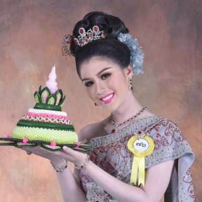 Thailand 🇹🇭   Thai traditional costume, ชุดไทย และ กระทง