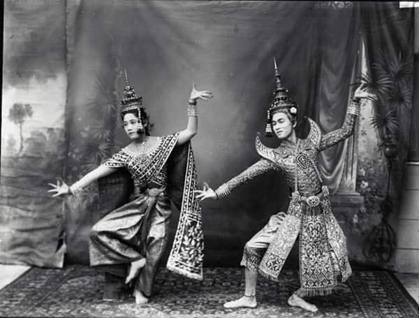 THAILAND 🇹🇭 | Thai dance: ภาพถ่ายท่ารำแม่บทใหญ่ในเครื่องทรงตัวพระ-นาง ตามจารีตสมัยรัชกาลที่ ๖